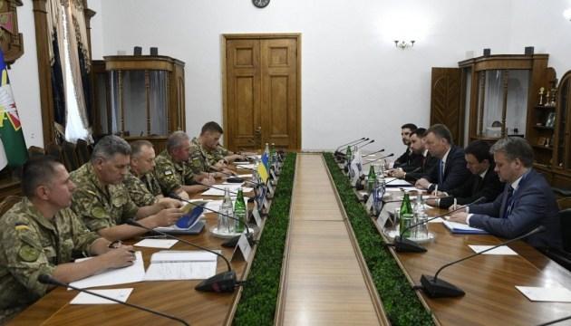 Hug meets with Ukrainian diplomats in Donbas