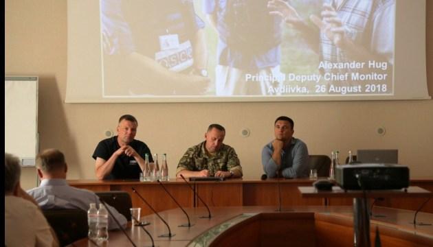 Alexander Hug trifft sich mit ukrainischen Diplomaten in Awdijiwka
