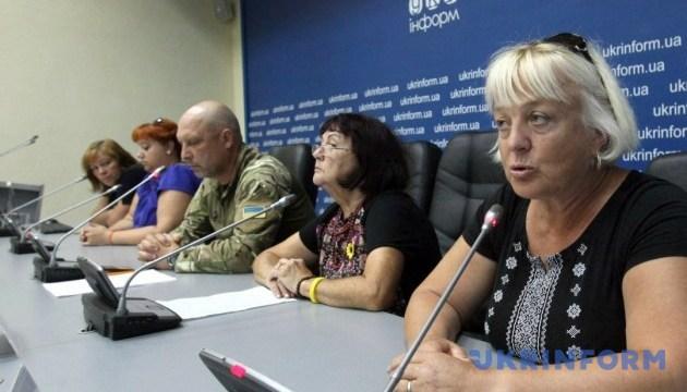 Встановити день пам'яті захисників – родини загиблих звернулись до Порошенка