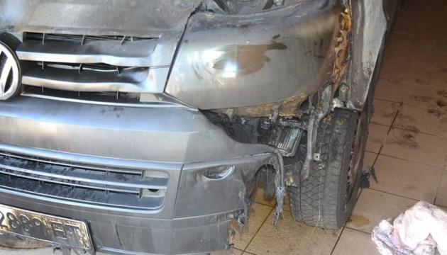 Депутат райради з Харківщини показав, що вандали зробили з його авто