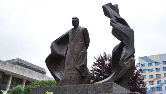 Річниця народження Каменяра: в Івано-Франківську на площі читали вірші