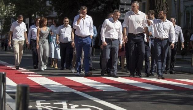 Кличко відкрив рух по оновленій вулиці Леонтовича