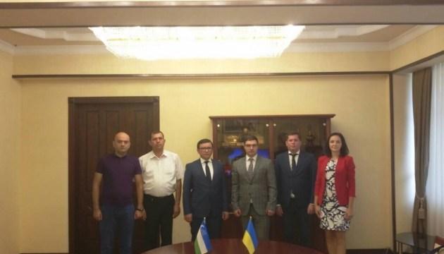 Украина и Узбекистан обменялись разрешениями на грузовые автоперевозки
