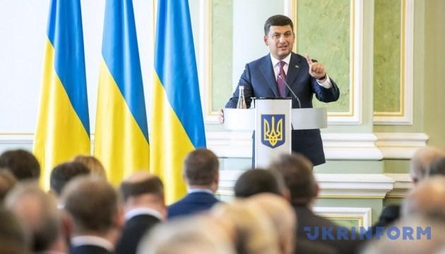 Прем'єр каже, що за 10 років Україна зможе скоротити зовнішній борг