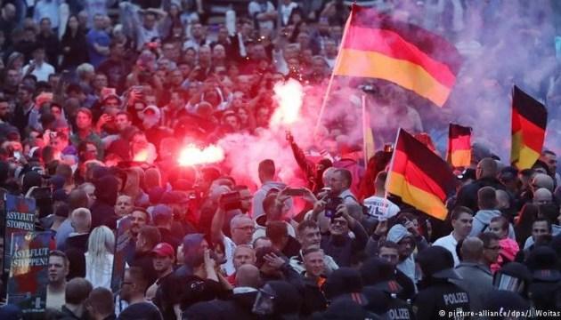 У Хемніці через нацистське вітання порушили справи проти десятьох демонстрантів