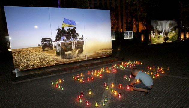 Victims of the Ilovaisk tragedy are commemorated in Kyiv