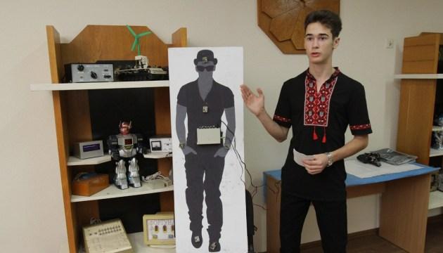 Электронный помощник для незрячих от десятиклассника Шибки