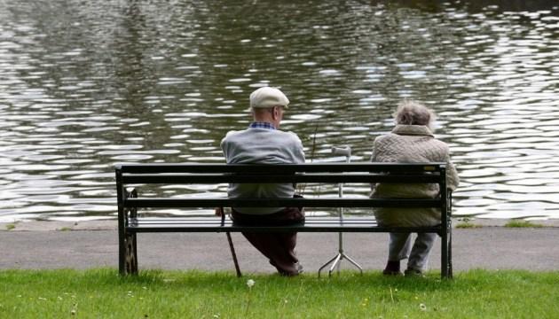 Політика держави щодо людей похилого віку не обмежується гідним пенсіями - Гройсман