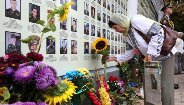 Через військовий напад на Донбасі вже загинули понад 11 тисяч українців