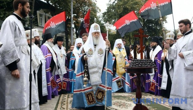 На Михайловской площади отслужили панихиду по погибшим под Иловайском