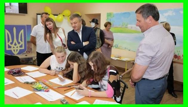 В прифронтовой Красногоровке открыли молодежный центр