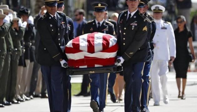 В Аризоне прошла первая траурная церемония памяти Маккейна