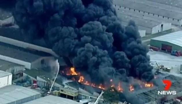 На химическом заводе в Австралии - масштабный пожар