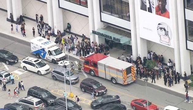 Невідомий відкрив стрілянину в торговельному центрі в Торонто