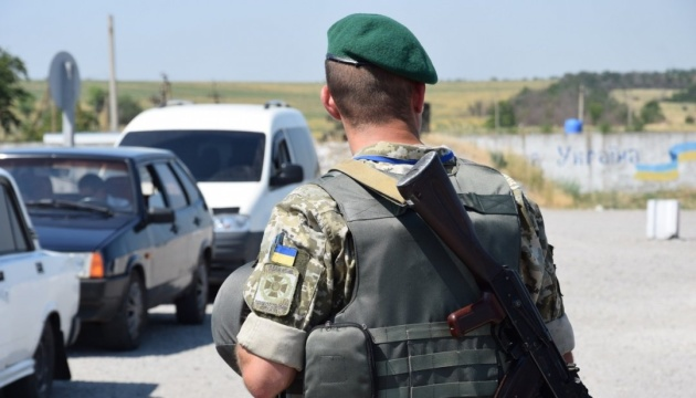 В пунктах пропуска на Донбассе в очередях - 125 авто
