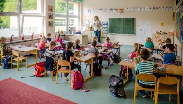 Порошенко поздравил школьников: Уверен, что эти лучшие годы жизни станут незабываемыми