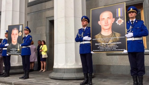 МВД призывает почтить минутой молчания погибших под Радой нацгвардейцев