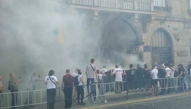 Нападение на полицейского во Львове: активисты сорвали работу Апелляционного суда