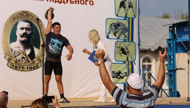 切尔卡瑟州庆祝波杜布内神勇力量节