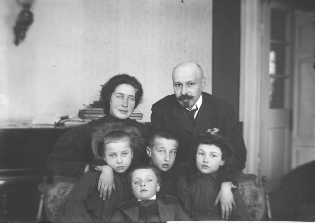 Людина-Сонях із родиною