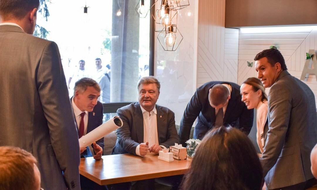 зліва від Президента міський голова Сєнкевич