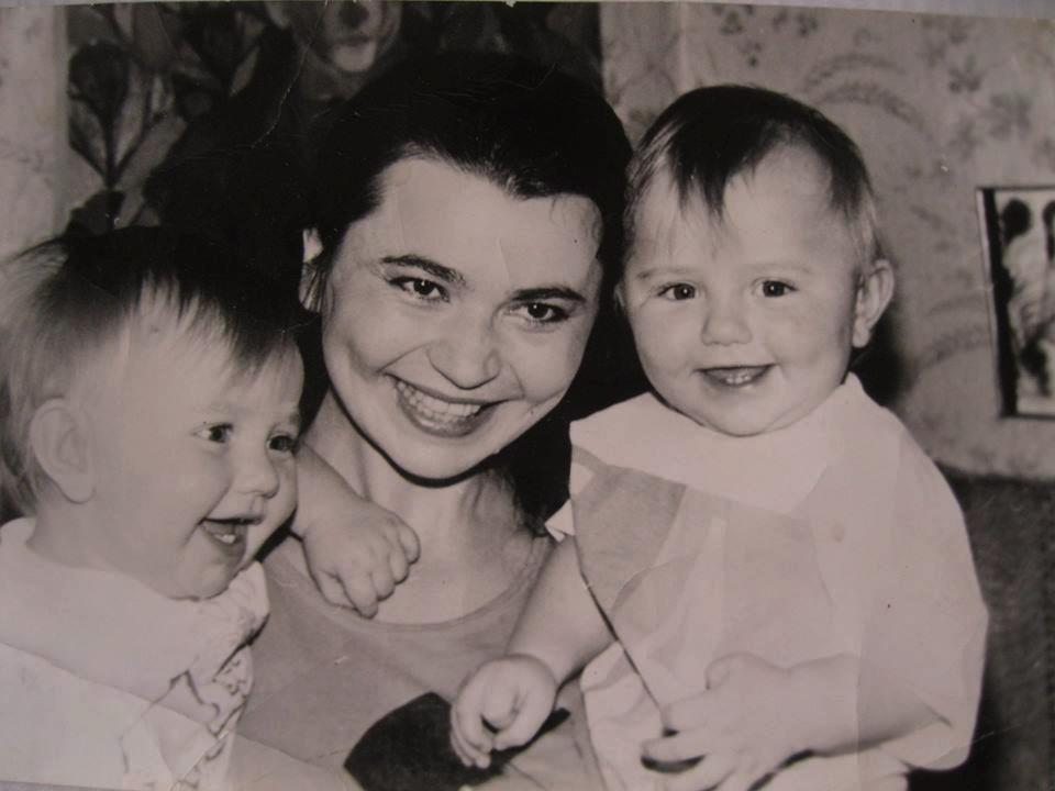 Мати з близнюками
