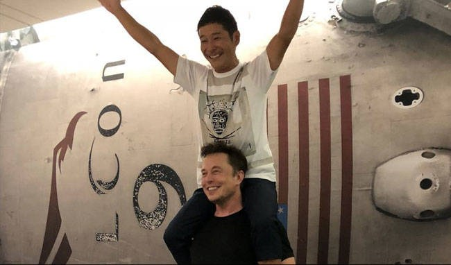 Власник компанії SpaceX Ілон Маск та японський мільярдер Юсаку Маезава