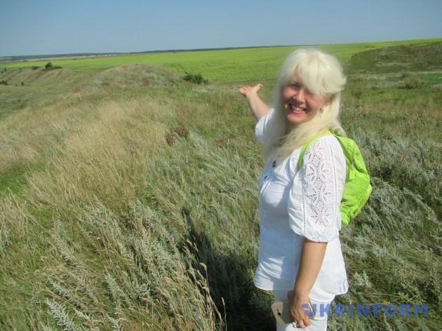 Лариса Охріменко показує Західне укріплення