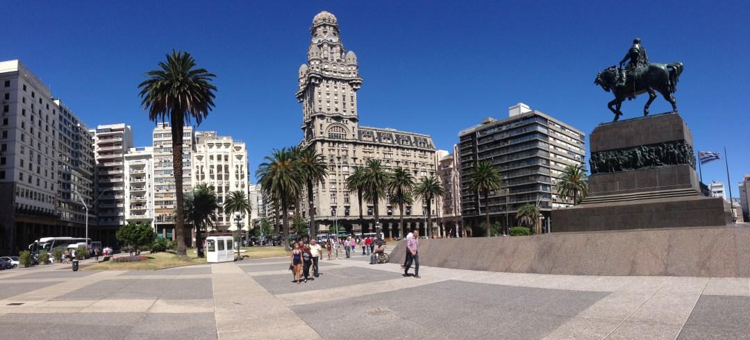 Стометровий палац Сальва в Монтевідео, столиці Уругваю