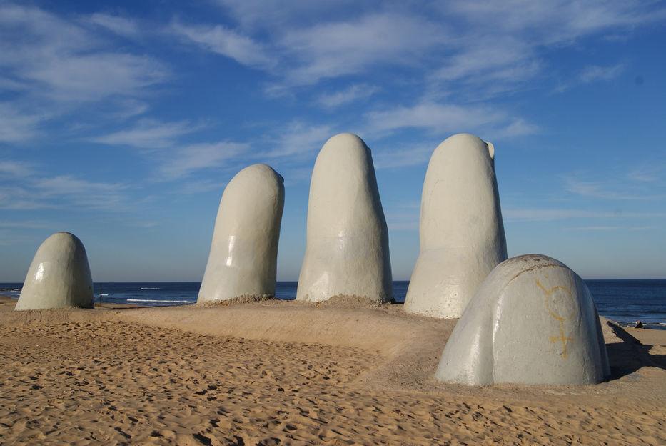 """Відома скульптура — триметрові """"Пальці"""" (Los Dedos)"""