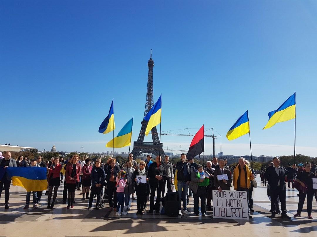 У центрі Парижа провели акцію на підтримку Сущенка (Відео)