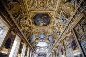 Лувр знову відкрили для відвідувачів