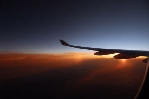 """Літак Маврикій-Мадрид """"провалився"""" в повітрі на 300 метрів: постраждали 35 осіб"""