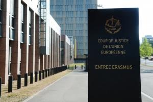 Суд ЄС визнав незаконною відмову Польщі, Угорщини та Чехії прийняти мігрантів