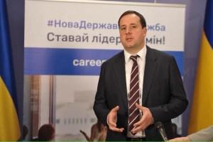 На одну вакансію в держслужбі претендує 30 осіб – Саєнко