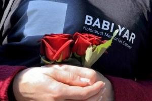 В Бабьем Яру вандалы разбили памятную плиту с именами участников ОУН