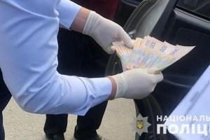 На Львівщині ДБР затримало патрульного, який вимагав у водія хабар