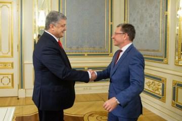 Poroschenko und Volker diskutieren Bedrohungen durch Vorgehen Russlands