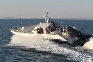 俄罗斯军舰在亚速海挑衅乌克兰边防士兵