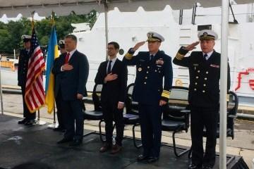 Poroshenko: Ucrania gasta en el ejército más que las contribuciones mínimas de los países de la OTAN a la Alianza