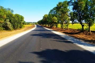格罗伊斯曼展示哈尔科夫-阿赫特尔卡公路修缮情况