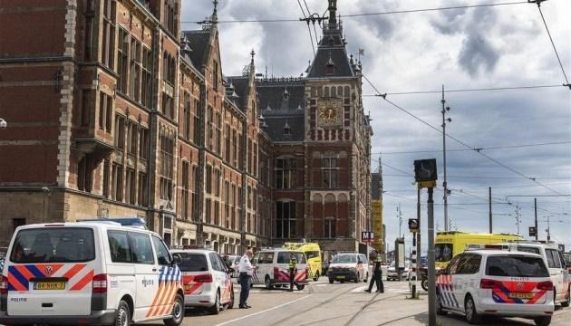 В Амстердаме мужчина напал с ножом на прохожих, полиция не исключает теракт