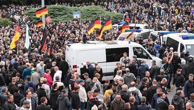 Антимигрантские протесты в Хемнице: полиция задержала около 300 человек