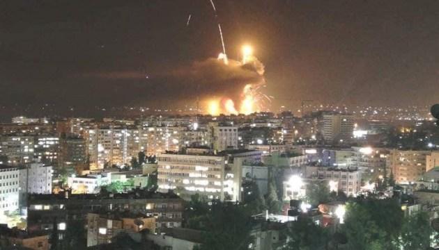 Під час вибухів на авіабазі у Сирії загинули двоє військових, 11 — поранені
