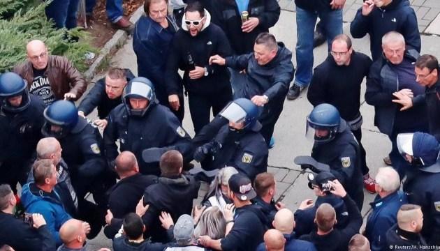 В Хемнице на митингах пострадали депутат бундестага и журналисты