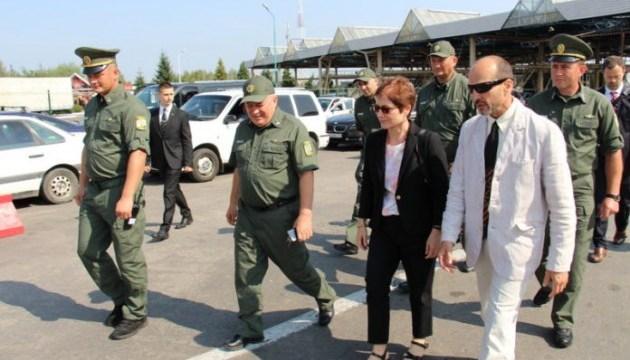 Посол США Йованович відвідала пункт пропуску
