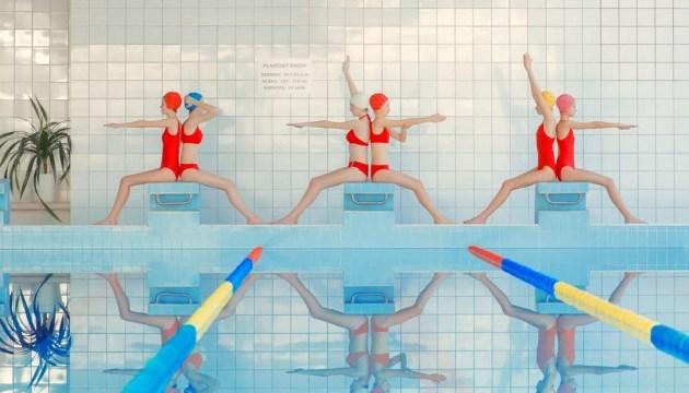 Назад в прошлое: фотограф снимает моделей в старых бассейнах