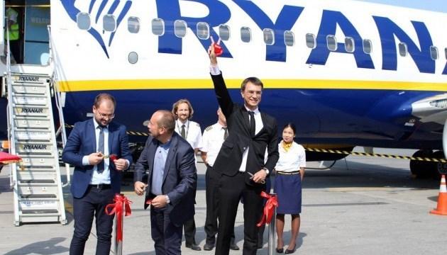 El primer vuelo de Ryanair se realiza desde Ucrania (Fotos, Vídeo)