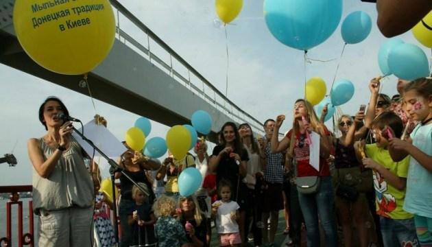 Переселенці Донбасу: Мильна бульбашка як надія на краще майбутнє
