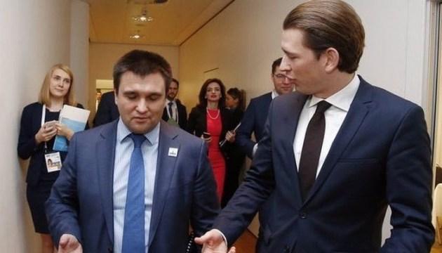 Климкин провел неформальную встречу с канцлером Австрии